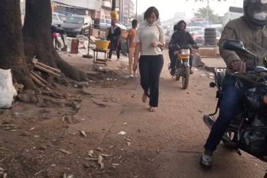 Quand des piétons dénoncent l'envahissement des trottoirs par des engins roulants