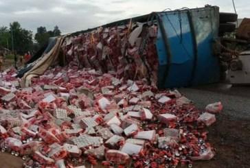 Forécariah: Un camion se renverse à Mafèrènya et bloque la circulation