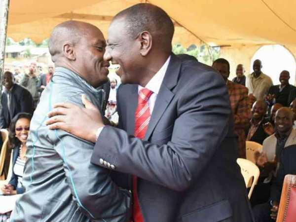 Kiambu Governor William kabogo and DP William Ruto during the issuance of title deeds in Kamara, Kuresoi North constituency, on June 18 /DPPS