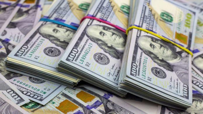 """El dólar """"blue"""" cerró la semana en su nivel más alto en lo que va del año"""