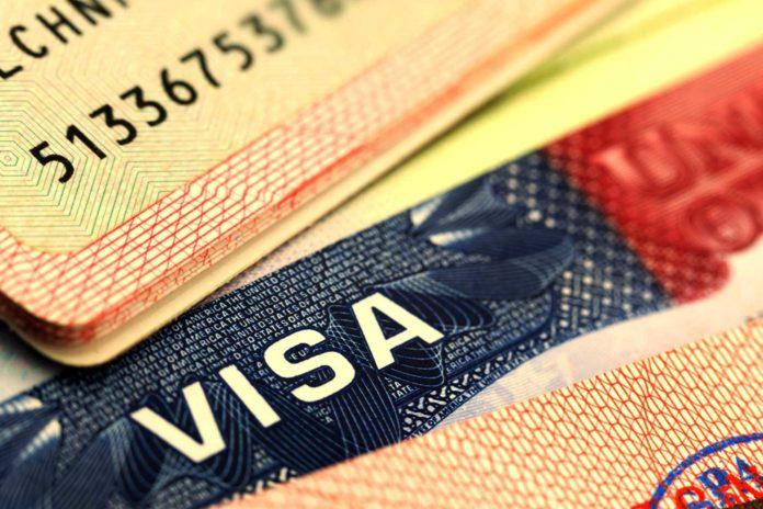"""La visa para entrar a Estados Unidos solo refleja las opciones """"masculino"""" y """"femenino""""."""
