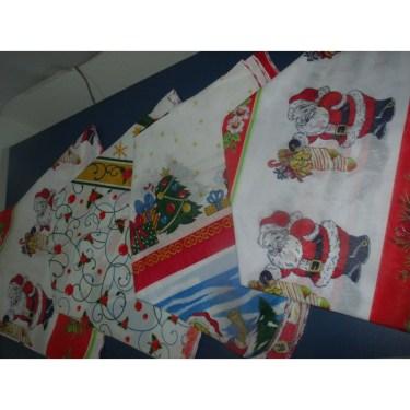 toalha-para-mesa-redonda-com-4-cadeiras-com-estampa-natalina