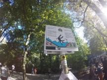 Placa proibindo o surf no rio