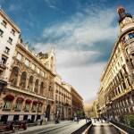Ban công dưới ánh trăng Madrid