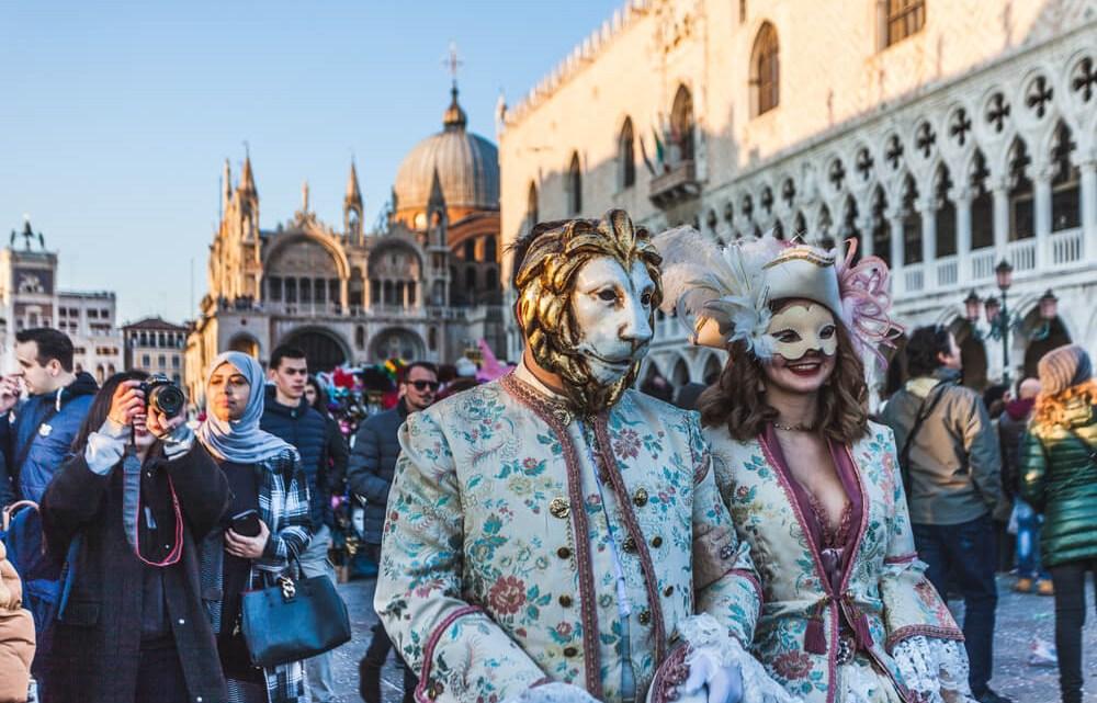 Den Venice vao thang 2, du le hoi hoa trang hoanh trang nhat nam hinh anh 1
