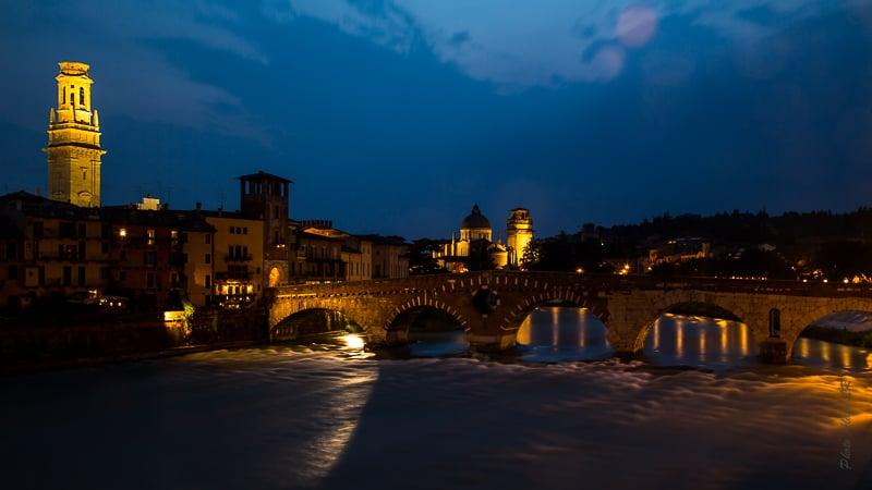 Le Ponte Pietra sur l'Adige