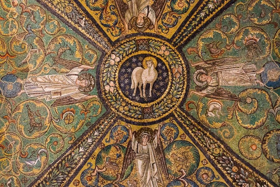Mosaïque de la coupole de San Vitale avec l'agneau mystique