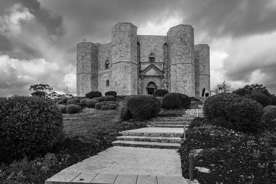 Rampe d'd'accès au portail du Castel del Monte