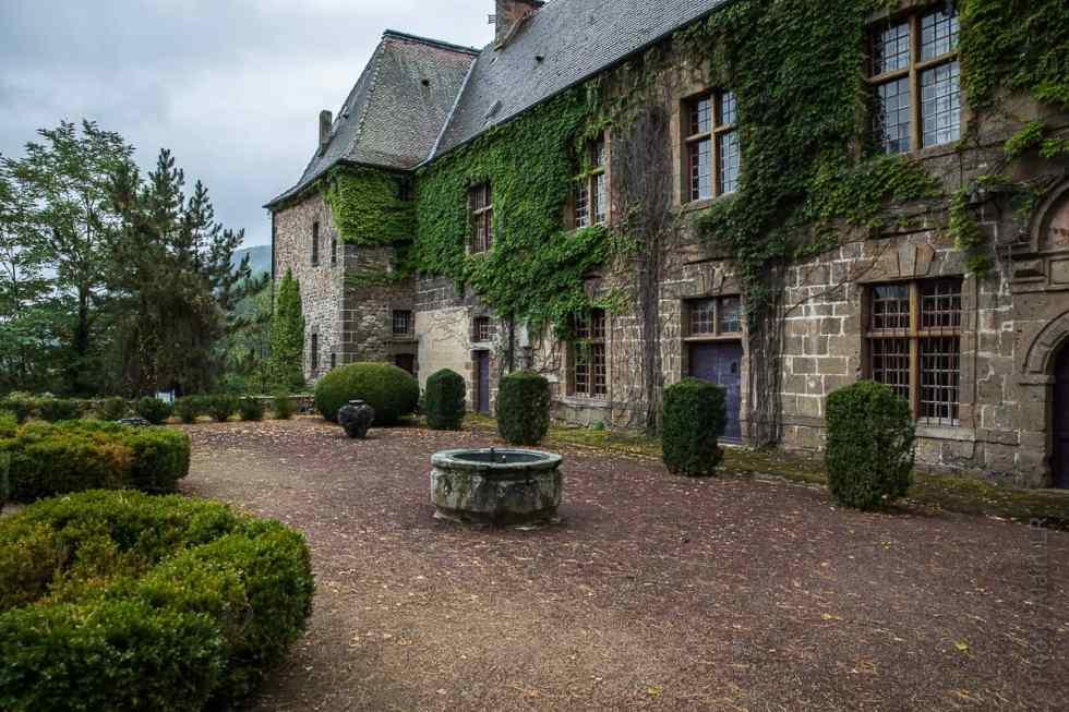 Cour du Château Lavoûte-Polignac