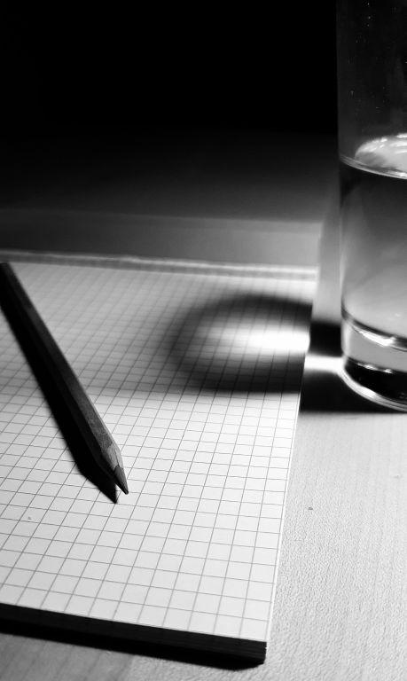 Block, Stift, Wasserglas