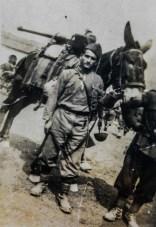 Gioacchino Marchizza con un mulo su un fronte di guerra, 1940