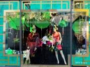 Този огромен магазин, събрал в себе си дизайнерски марки, винаги се отличава с цветните си витрини.