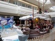 Вълшебен кораб със симпатичен екипаж, който е готов на всичко за Дядо Коледа.