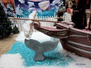 А пред носа на кораба волно плува Уили или някой друг негов събрат. ;–)