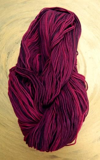 © Die Maschen zum Glück   Unisono Color Cranberries   100% Merino extrafein   Atelier Zitron