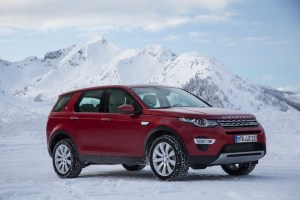 LR_Discovery_Sport_HSELuxery_FirenzeRed_01_15_0008