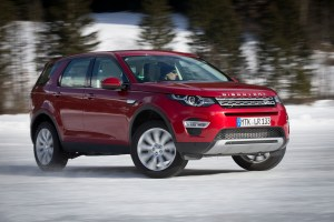 LR_Discovery_Sport_HSELuxery_FirenzeRed_01_15_9479