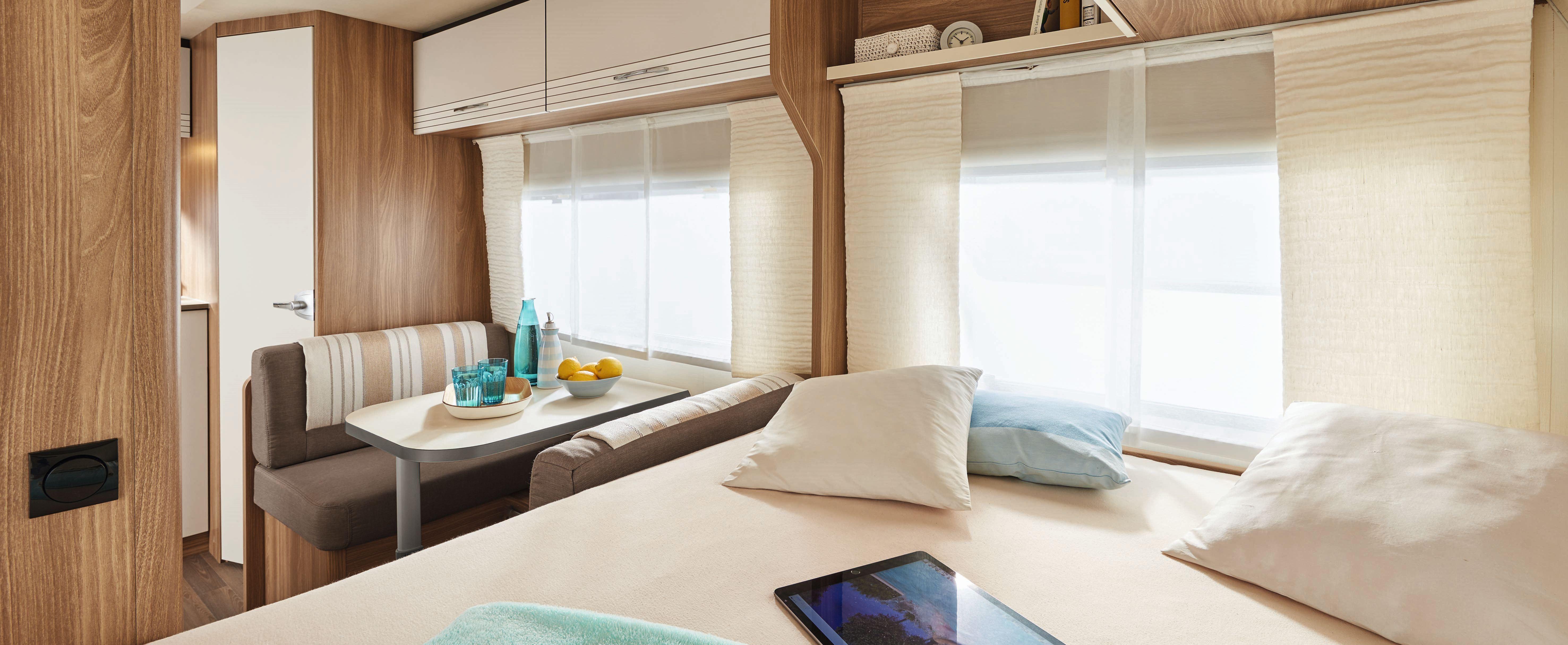 b rstner leichte wohnwagen f r kleine autos und noch. Black Bedroom Furniture Sets. Home Design Ideas