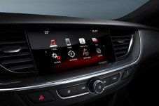 Sound decision: Nearly nine out of ten buyers of the new Opel Insignia choose the top-of-the-line Navi 900 IntelliLink infotainment system with eight-inch touchscreen.