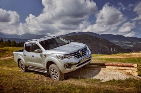 Der schafft was weg: Der Renault Alaskan darf bis zu einer Tonne schleppen, dank Allrad wühlt er sich auch im Gelände durch. © Renault