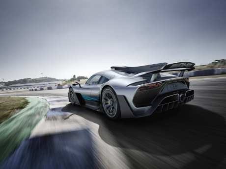 Die Beschleunigung von null auf 200 km/h ist in weniger als sechs Sekunden erledigt.