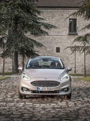 Ford_Fiesta_Vignale_Milano_Grigio_128
