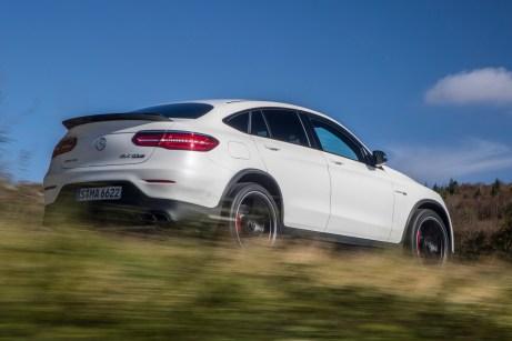 Nicht nur die Optik zeigt, dass hier der sportlichste GLC vorfährt. Auch der Sound der Performance-Auspuffanlage mit Klappensteuerung unterstreicht die Power-Ambitionen des SUV. © Daimler