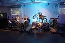 """Motorräder aus """"Skyfall"""" (2012"""", """"Der Morgen stirbt nie"""" (1997) und """"Golden Eye"""" (1995).Foto: Auto-Medienportal.Net/London Film Museum"""