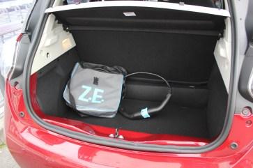 Das Ladevolumen des Kofferraums beträgt je nach Stellung der Sitze 338 bis 1.225 Liter. Das Ladekabel ist im Serienumfang enthalten, eine Wallbox zum schnellen Laden kostet aber Extra. © Thomas Schneider / mid