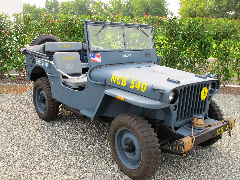 drei milit rische jeep modelle urv ter der suv die. Black Bedroom Furniture Sets. Home Design Ideas