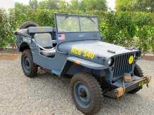 Auch die US Navy nutzte den Jeep MB – in blau und mit Winde.