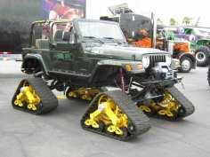 Raupen statt Räder gab es beim Jeep Renegade für extreme Offroad-Einsätze.