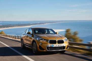 Erstmals hat BMW die Doppelniere umgedreht, so dass die bekannten Trapezformen nun nach unten breiter werden. Foto: BMW/Fabian Kirchbauer