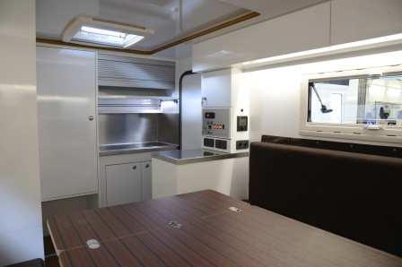 Zur Ausstattung zählen ein WC-Abteil, eine Küchenzeile mit Spüle und Gaskocher sowie eine Gasheizung. Foto: Auto-Medienportal.Net/VL-Outdoor