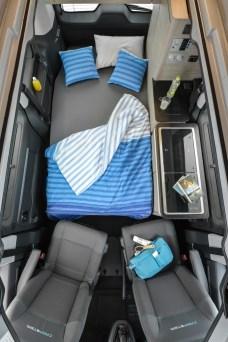 Eine relativ große Liegefläche bietet zwei Personen eine Schlafgelegenheit im unteren Innenraum des Campster. © Citroen