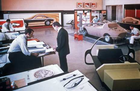 """Entworfen haben das außergewöhnliche Fahrzeug die Designer um Erhard Schnell im nigelnagelneuen Rüsselsheimer """"Styling-Studio"""" – dem ebenfalls ersten Designcenter eines Automobilherstellers in Europa. Foto: Auto-Medienportal.Net/Opel"""