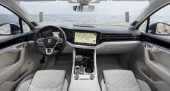 Blick auf die Armaturentafel im Touareg Elegance. Foto: VW