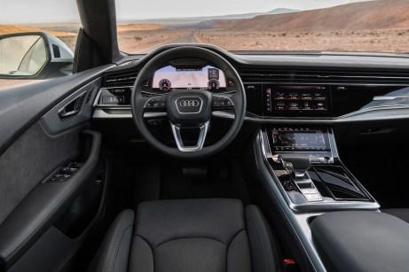 Bekannt aus A8 und anderen neuen Audi-Modellen: das virtuelle Cockpit und der große Touch-Screen in der Mittelkonsole. © Audi