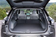 Für Transportutensilien und Reisegepäck stehen im komplett ebenen Kofferraum 461 Liter Ladevolumen zur Verfügung, die sich dank der umlegbaren Rücksitzlehnen auf 1466 Liter vergrößern lassen.
