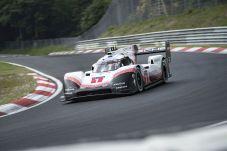 Am Steuer des Porsche 919 Hybrid Evo unterbot Bernhard damit den bisherigen Streckenrekord von Stefan Bellof um 51,58 Sekunden. © Porsche