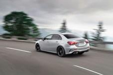 Trotz der sportlichen Linienführung ist die Kopffreiheit hinten laut Mercedes Spitze im Segment. © Daimler
