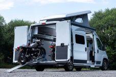 Mit einer elektrischen Seilwinde werden die Motorräder komfortabel verladen. Foto: Citroën