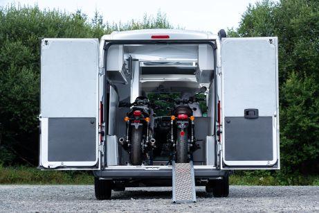 Dank der Schienensysteme mit Vorderradaufnahme können die Bikes sicher platziert werden. Foto: Citroën
