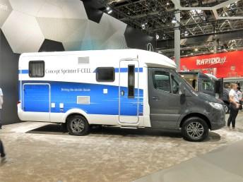 Der Mercedes-Benz Concept Sprinter F-Cell: An Bord sind drei Unterflurtanks, die zusammen 4,5 Kilogramm Wasserstoff speichern können, was für eine Fahrtstrecke von etwa 300 Kilometer ausreichen soll. Foto: Auto-Medienportal.Net/Michael Kirchberger