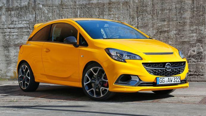 Das Hochleistungs-Feeling des neuen Corsa GSi spiegelt sein athletisch-markantes Äußeres mit großen Lufteinlässen, stark ausgeformter Motorhaube, prominentem Heckspoiler sowie präzise modellierten Seitenschwellern wider. Foto: Opel