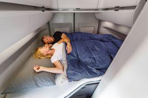 Das Doppelbett ist im Heck quer eingebaut. Foto: VW