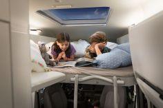 Die Betten im VW Grand California mit Hochdach. Foto: Volkswagen