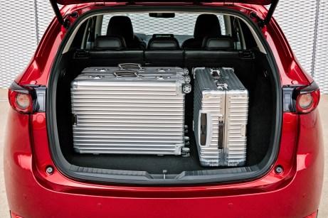 Wenn auch der AdBlue-Tank das Gepäckabteil um zehn Liter einschränkt - 494 Liter sind immer noch riesig. Foto: Mazda