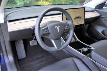 Zum luftigen Gesamteindruck trägt das extrem reduzierte Cockpit bei. Foto: Auto-Medienportal.Net/Jens Meiners