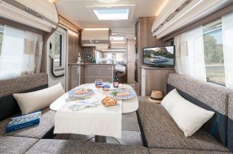 Mit dem eigenen Wohnzimmer auf Achse. Caravans bieten heute alles, was das Herz begehrt. Doch der Luxus auf Rädern hat auch seinen Preis. © Fendt